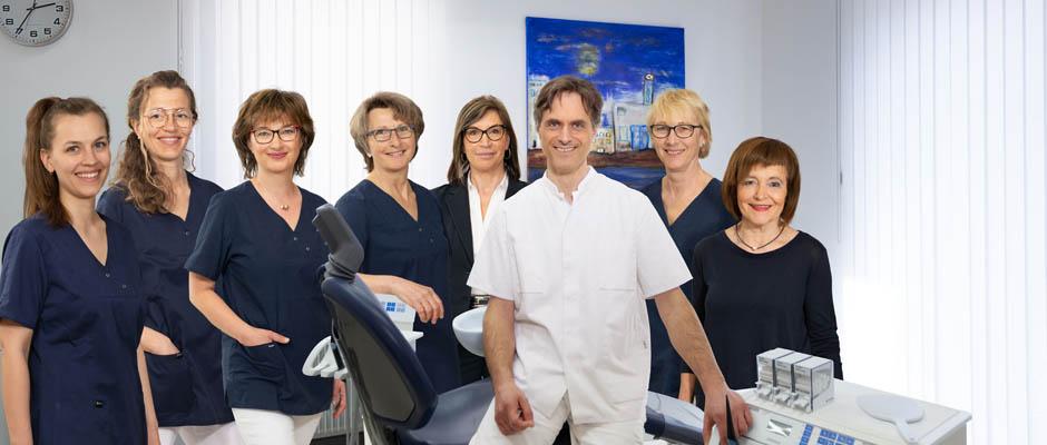 Die Zahntechniker/innen der Zahnarztpraxis